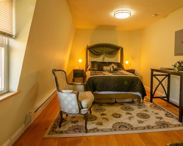 Comfortable fullsize bed