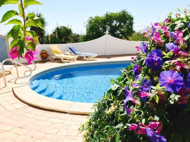 Apartamento com piscina,bbq,wifi,tenis