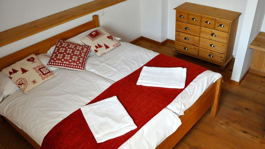 Splendido trilocale mansardato - Gignod - Apartment