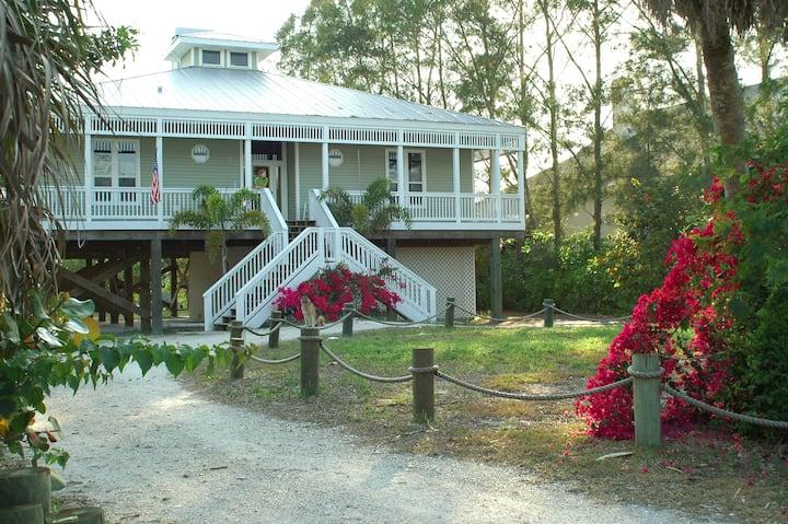Beautiful Palm Island House! Pool, Kayak, Bikes !