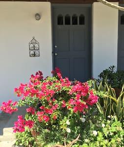 Charming 2 story apt block to beach - Saint Augustine - Apartment