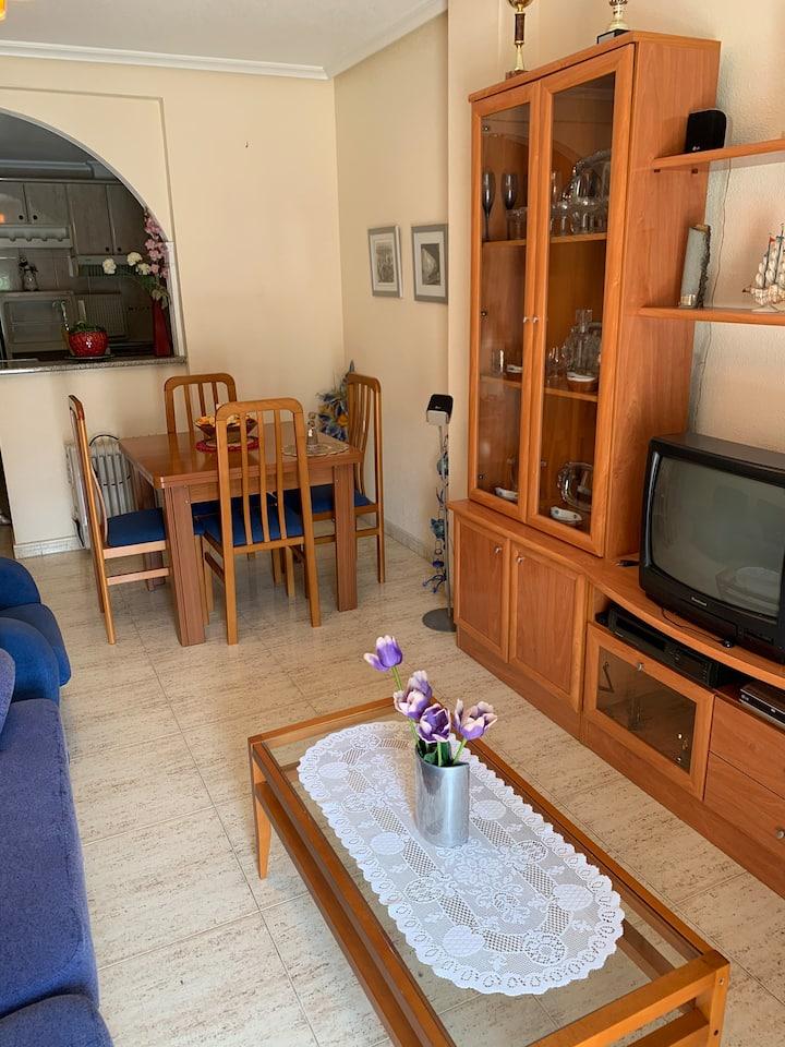 Piso 2 dormitorios vista al palmeras, el mar 5 min