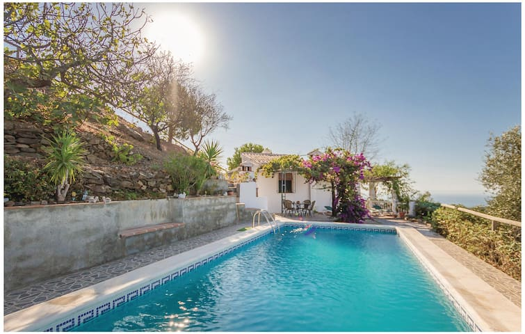 Holiday cottage with 2 bedrooms on 75 m² in Sayalonga