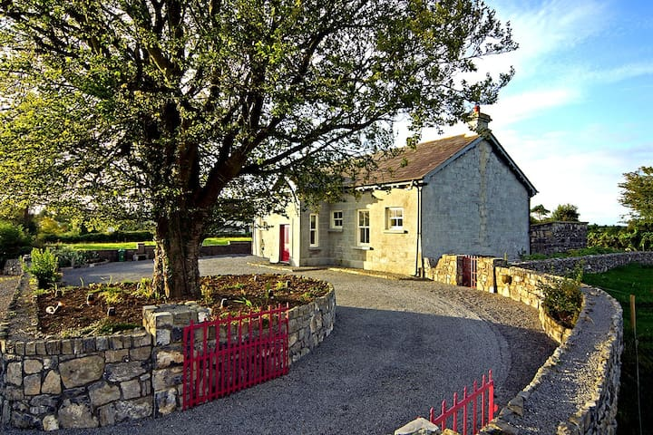 Kinvara Luxurious 18th Century Schoolhouse