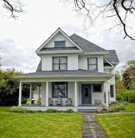 The 1908 Jenne Farmhouse