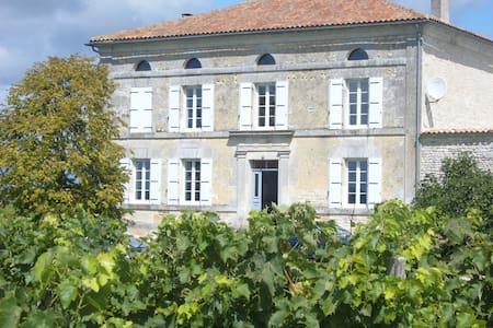 Les Claveaux-  Majestic Maison de Maitre - Moulidars - Rumah