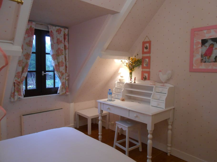 Chambre rose b b close giverny chambres d 39 h tes for Chambre d hote haute normandie