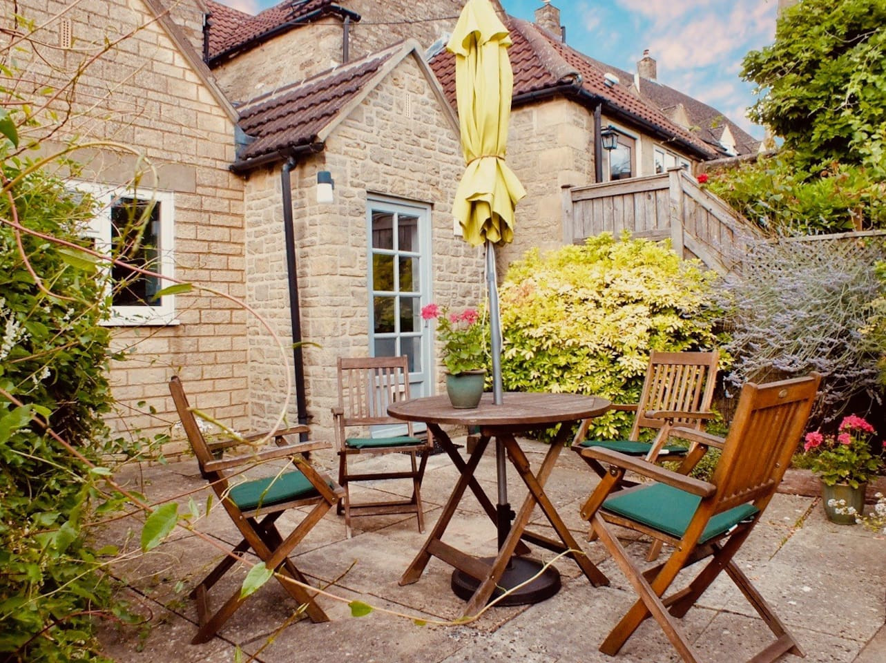 Visit the The Art House, Tetbury, and be the first guests in this refurbished, newly listed holiday home from home. Enjoy the town, the Cotswolds and peace and quiet in the cottage and the private sunny courtyard.