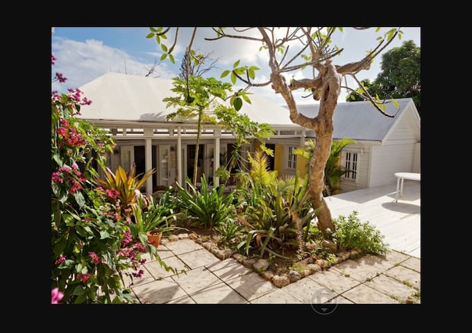 STRAND GUEST HOUSE  PLUS QUEEN ROOM & POOL