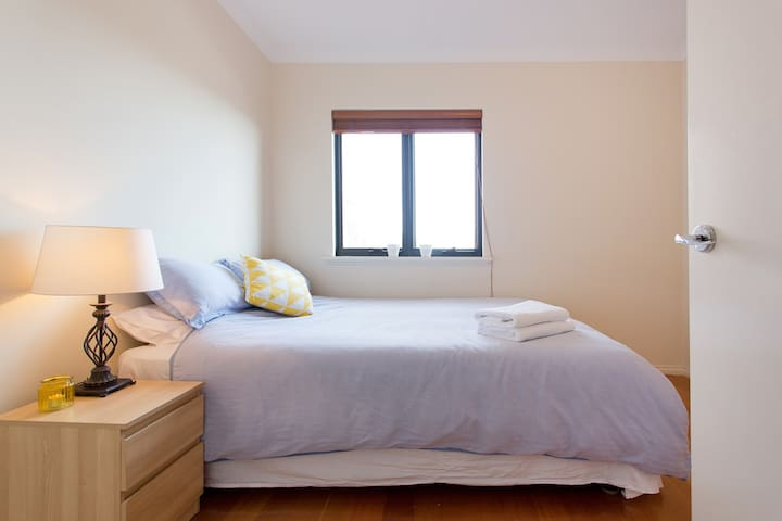 Private Queen room in beautiful Freo townhouse - Fremantle - House