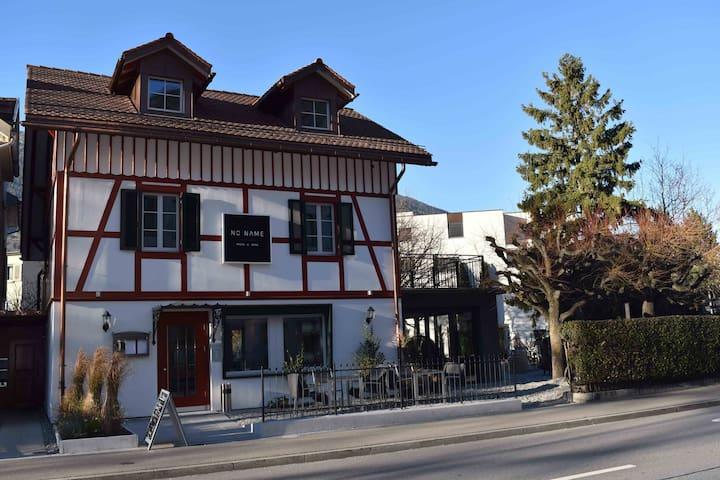 Ideal für Kurzaufenthalt direkt beim Bahnhof Chur