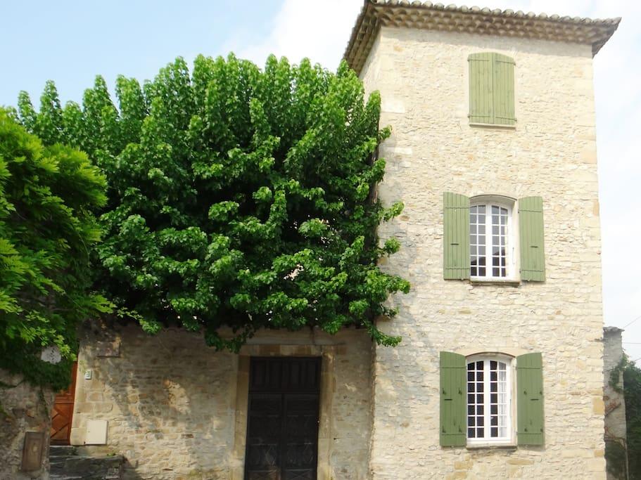 chambres dans demeure du 18 si cle chambres d 39 h tes louer vaison la romaine provence. Black Bedroom Furniture Sets. Home Design Ideas