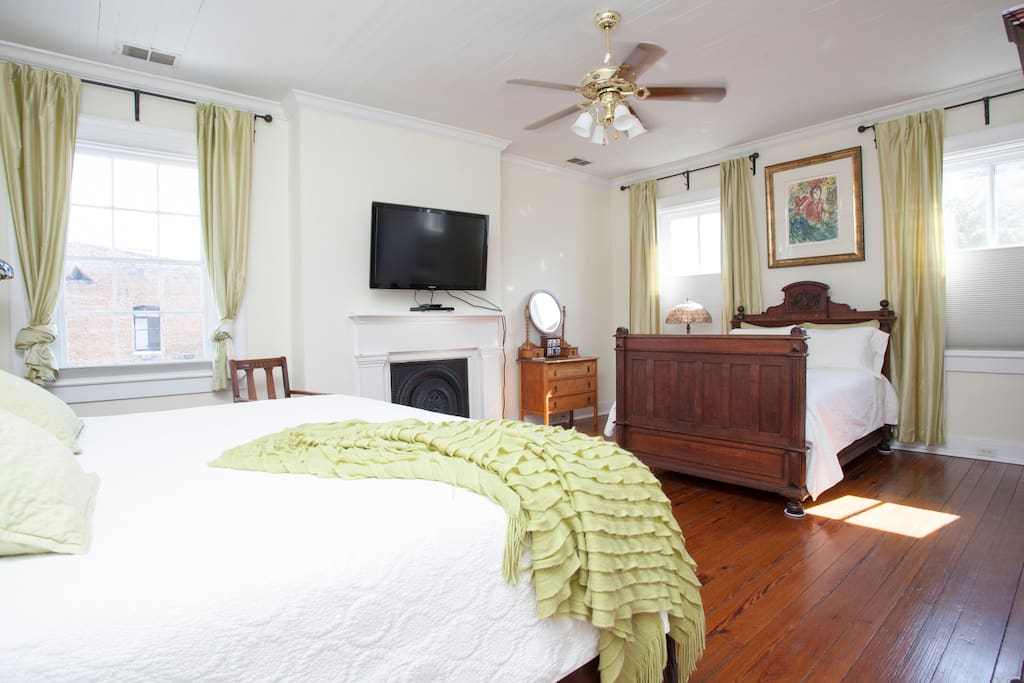 Top floor bedroom, King bed and Full bed