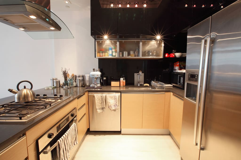 Fully equipped kitchen: microwave, oven, espresso maker, toaster, dishwasher, etc.