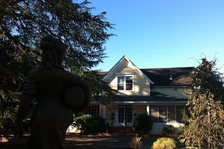 Napa Farmhouse Inn - Saint Helena - Bed & Breakfast
