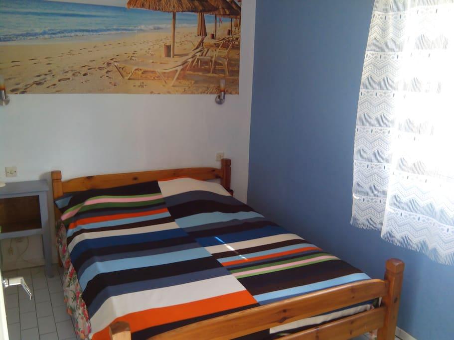 chambre lit 140 avec placard
