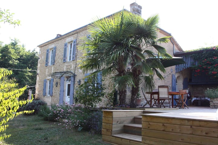 Family cottage  - Saint-Laurent-du-Bois - Casa