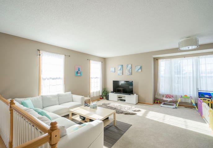 Bright & Cozy Home