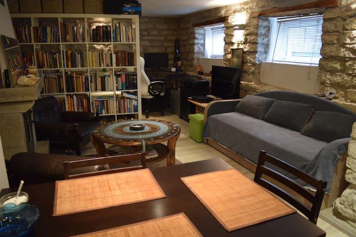 Midtown studio with fireplace&sauna
