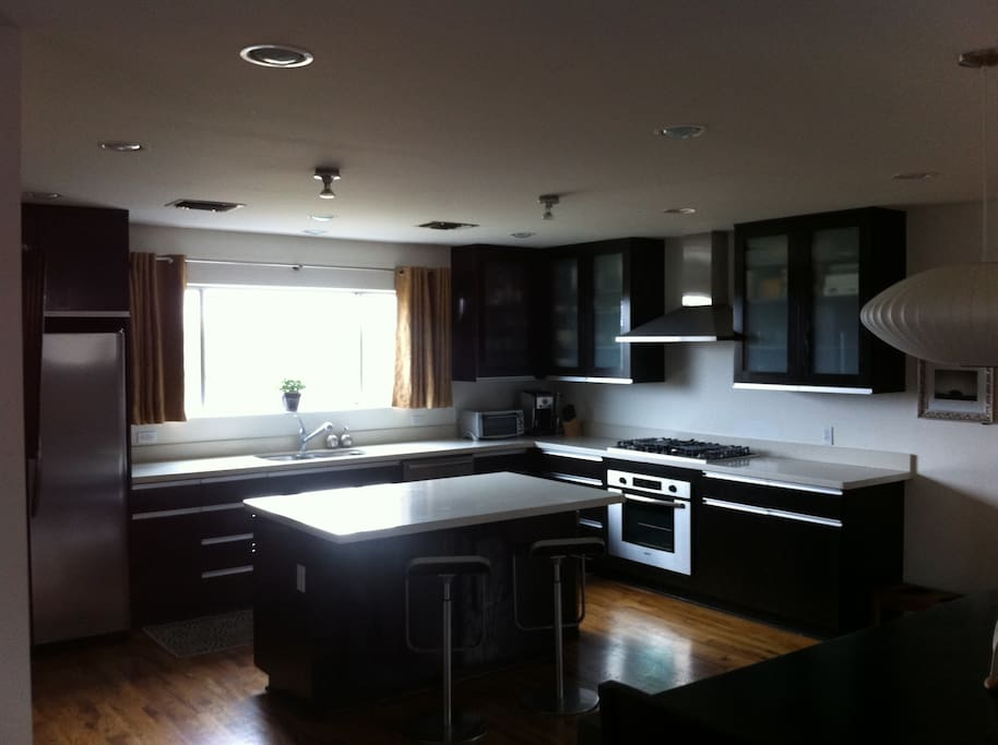 Kitchen - Bosch appliances, gas stove