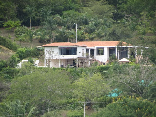 Casa campestre Anapoima 6 a 12 pax
