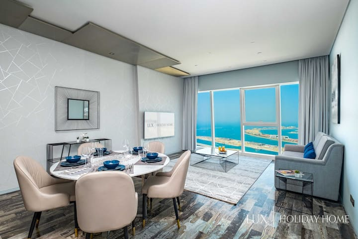 LUX | Lavish Suite with Full Palm Jumeirah View 1
