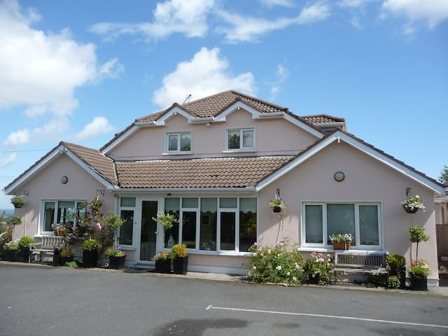 B&B offering personal touch. Room 2 - Rathcoole - Bed & Breakfast