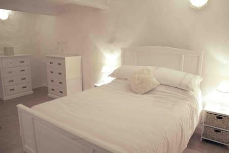 Maison Lentilla, romantic getaway - Finestret - Rumah