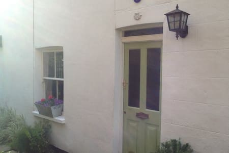 Sea side Cottage - Leigh-on-Sea