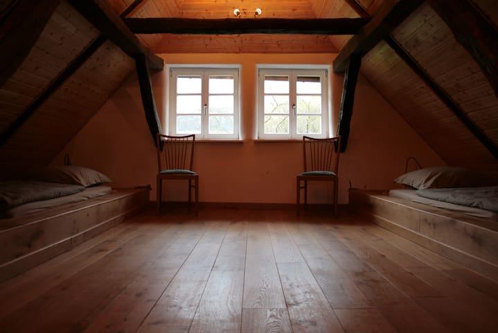 Liebevoll restaurierte Wohnung auf dem Voglerhof - Kirchbrak - Apartment