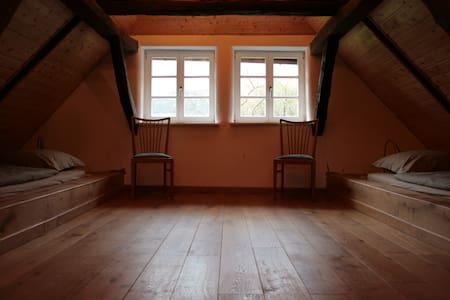 Liebevoll restaurierte Wohnung auf dem Voglerhof - Kirchbrak - Apartmen