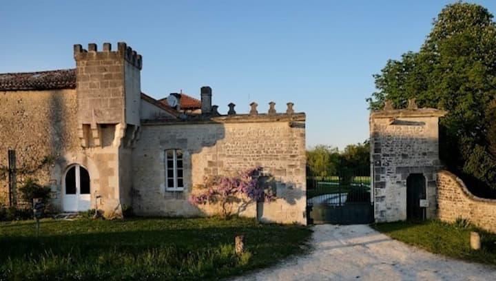 """La   """" Grande Ecurie """" du Château de Favières"""