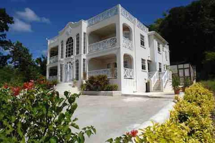 Mullins Heights Villa with Pool near Mullins Beach
