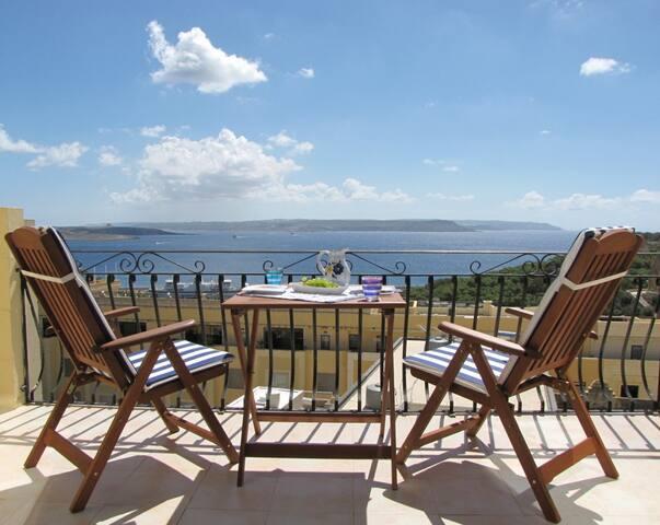 Romantic Sea View Penthouse + Pool - Għajnsielem - Apartamento