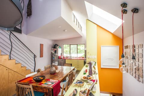Cosy nest in vibrant eclectic area