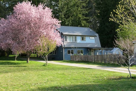1 bdrm Private Cottage on the Beach - Powell River - Lägenhet