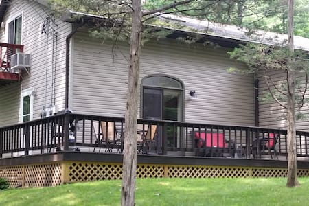 15 min to Woodstock/Saugerties/Hunter (2 bedroom)