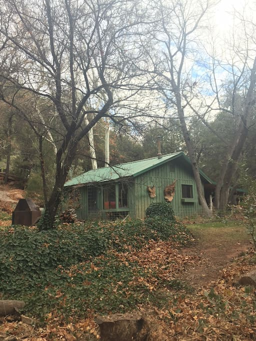 Private Hideaway in Oak Creek Canyon Less than a Mile from 89A