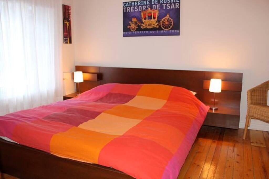 chambre des maîtres/master bedroom/queen bed
