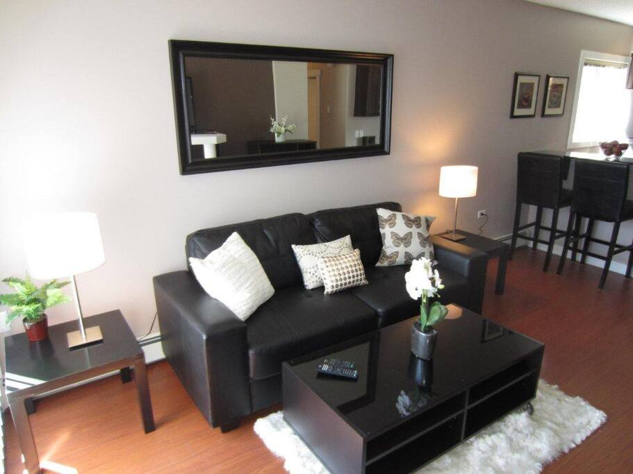 Modern furnishings, great layout.
