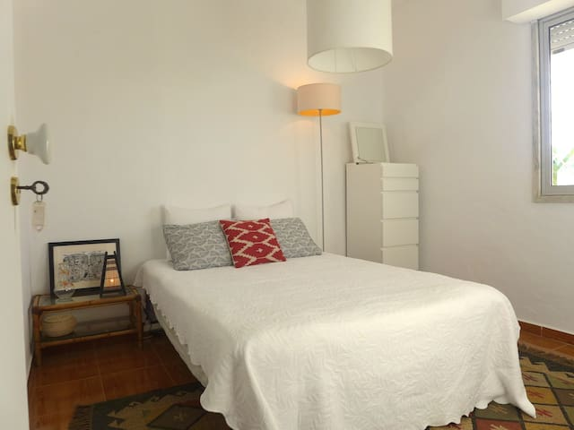 South Lisbon Beach House | Room 2 - Costa da Caparica - House