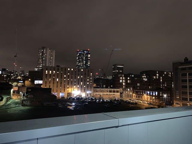 Ashley Frank Apartments-Lovely City Center views