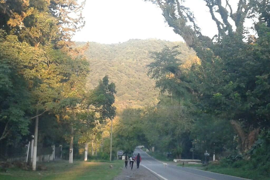 Avenida Aconquija, rumbo a la cima del cerro San Javier, en la intersección con calle Los Pinos, por donde se accede a nuestra vivienda.
