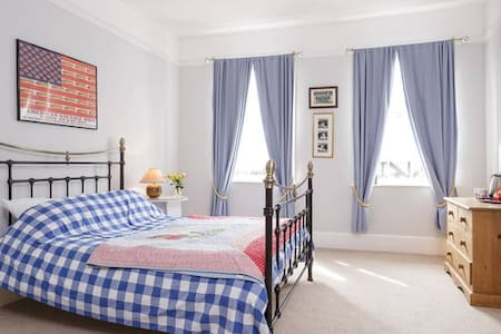 Brooklyn House B&B Double Room - East Meon - Bed & Breakfast