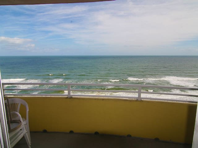 Beautiful Beach Getaway on Resort's 17th Floor! - Daytona Beach
