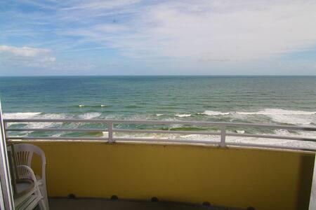 Beautiful Beach Getaway on Resort's 17th Floor! - Daytona Beach - Kondominium