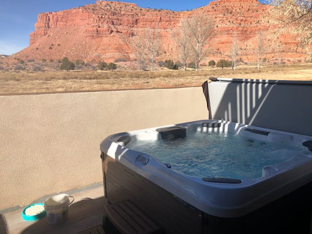 Enjoy the hot tub with great cliff and star views!