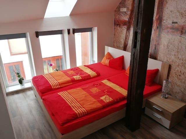 Schlafbereich mit Doppelbett (2 Matratzen je 90x200)