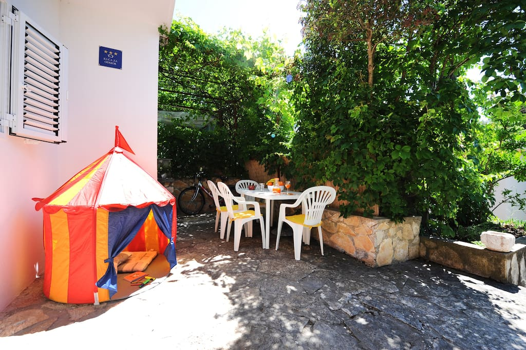 Large front terrace is ideal for families with kids (tent included :)
