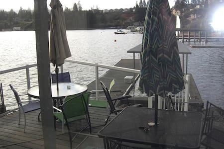 On the Lake! - Lake Stevens